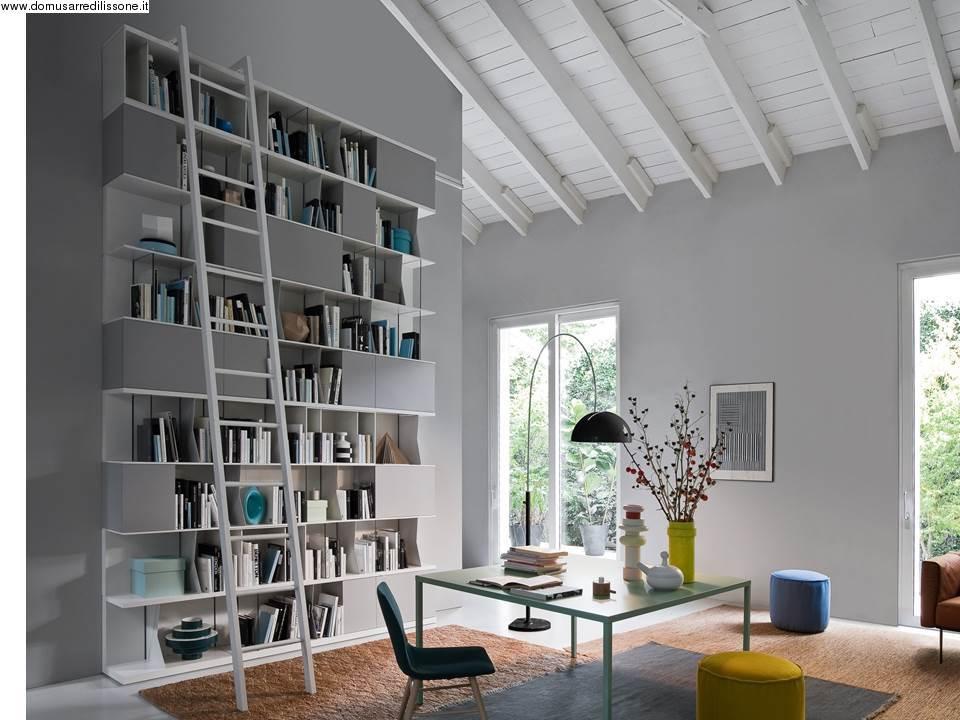 Libreria per soggiorno sospesa con decori n mobili economici